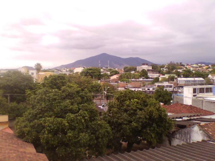 Pico da Serra do Mendanha visto do centro de Campo Grande | Foto: André Luis Mansur